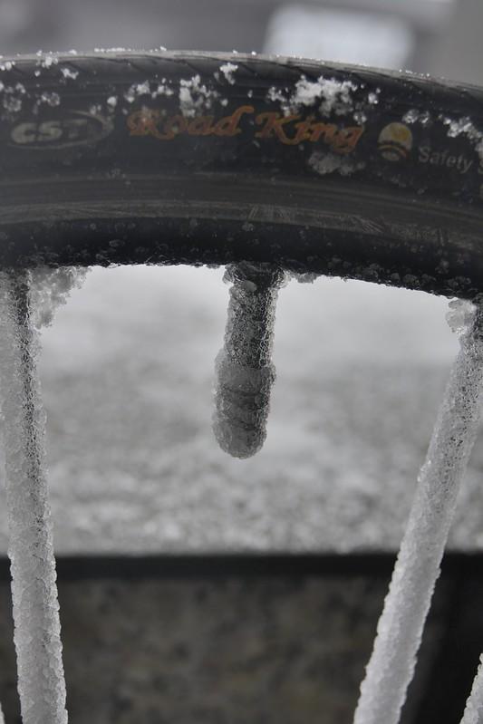 被冰封的前輪氣嘴