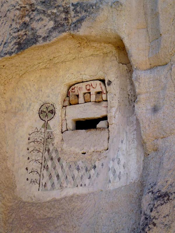 Turquie - jour 21 - Vallées de Cappadoce  - 139 - Çavuşin, Kızıl Çukur (vallée rouge) - Pigeonniers
