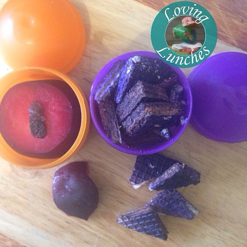 Loving another #LiteraryLunch … his eyes are orange, his tongue is black. He has purple prickles all over his back. Slightly disappointed my plum wasn't more orange. #bentoproblems #Gruffalo #iloveNFM #iloveSMASH @smashenterprises #nudefoodmovers