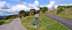 Entrée du hameau de Carnoulès, chemin du bas Carnoulès et chemin d'Ayrolle
