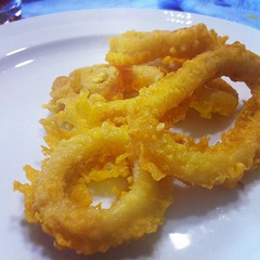 frying, deep frying, fried food, squid, side dish, seafood, onion ring, food, dish, cuisine, tempura,