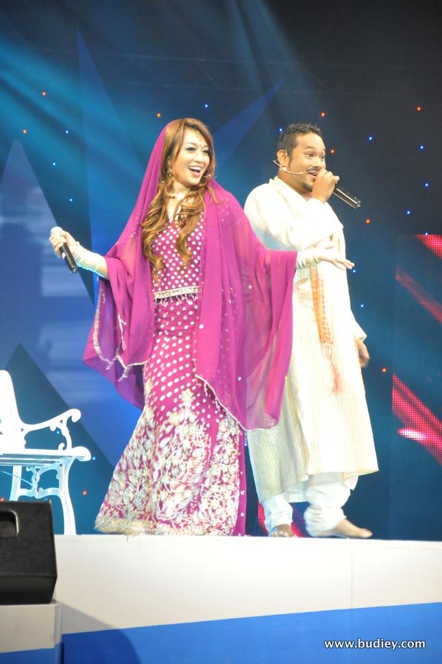 Ajo tampil bersama artis pilihan, Farah Fauzana