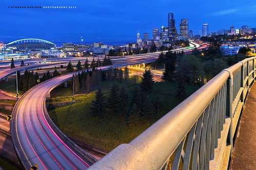 seattle longexposure skyline lighttrails rizal bluehour downtownseattle seattleskyline interstate5 d600 12thstreetbridge rizalbridge nikond600 seattlebluehour zeiss21distagon