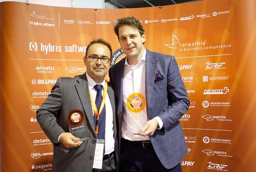 1. Platz in der Kategorie B2C Home & Living für kindertraum.ch mit (v.l.) Daniel Gamma (Kategoriesponsor CRIF / Deltavista) und Christoph Bechtler (kindertraum.ch)