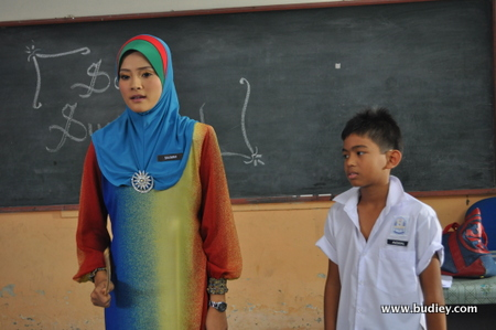 Almy Nadia Watak Cikgu Salimah