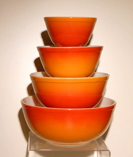 Pyrex Flameglo mixing bowl set
