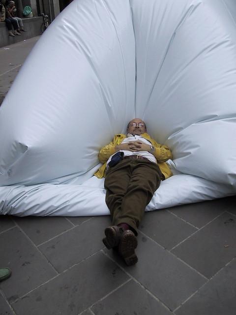 2004 Arte all'aria, artisti oltre lo specchio, via dei Mercanti, Milano