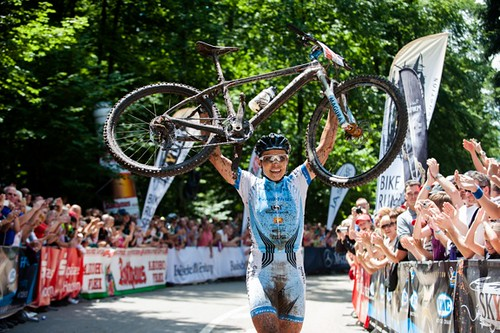 120708_GER_BadSaeckingen_XC_Women_U23w_Spitz_finish_line_bike_by_Maasewerd