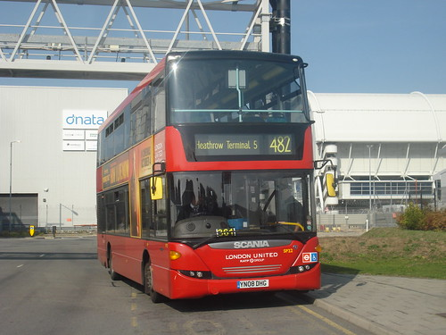 London United SP22 on Route 482, Heathrow Cargo Centre