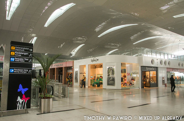 Indonesia - Medan - Kuala Namu International Airport - Retail shops