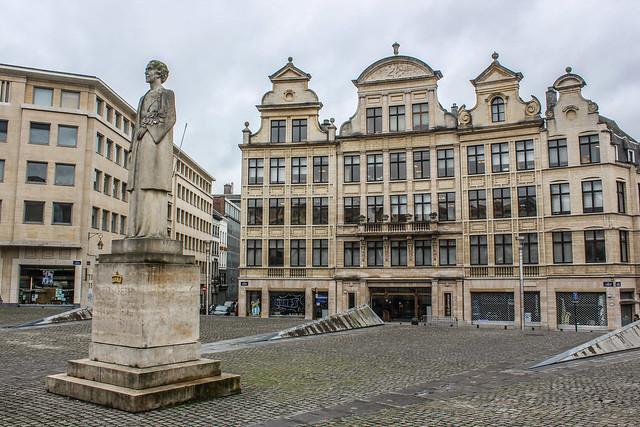 Estatua de la Reina Isabel en la capital de Bélgica