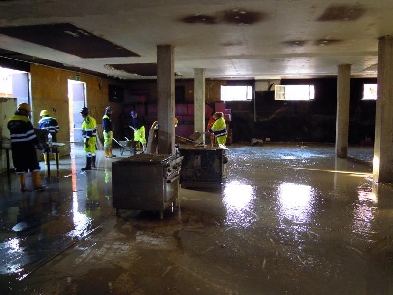 Volontari della Protezione Civile di Castel Bolognese in aiuto alle popolazioni colpite dall'alluvione