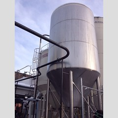 cooling tower(0.0), storage tank(1.0), silo(1.0), industry(1.0),