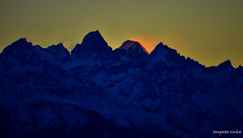 morning light india mountain nature colors sunrise landscape nikon hill himalaya mandi hilltop himachalpradesh nikond3200 himalayanrange prashar prasharlake