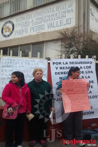 Bloquean vialidad para protestar en contra de Comandancia Centro