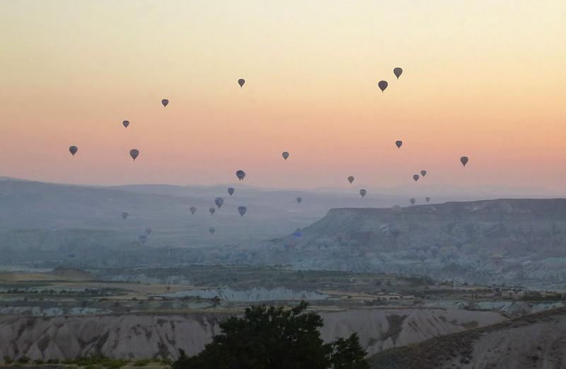 Turquie - jour 21 - Vallées de Cappadoce  - 001 - Ballons depuis la chambre