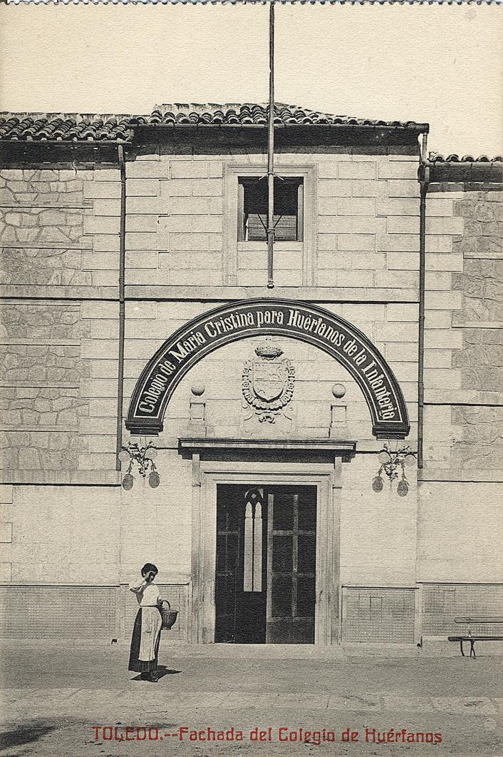 Colegio de María Cristina de Huérfanos de la Infantería (Huerfanos cristinos) en el antiguo Hospital de San Lázaro. Postal de Castañeira hacia 1910