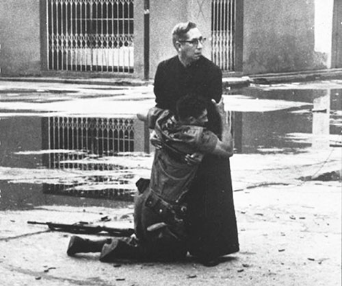 The-priest-and-the-dying-soldier-1962-small