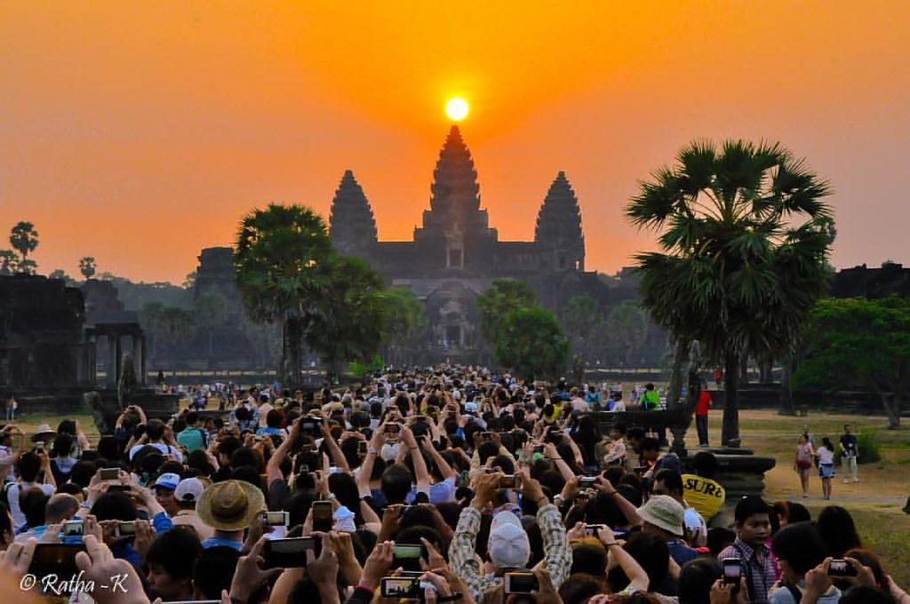 Angkor sunrise Equinox #angkorwat #angkorwattemple #cambodia #kingdomofwonder #kingdom #equinox