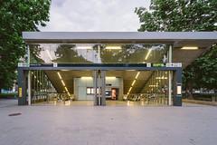 捷運拉柯西廣場站