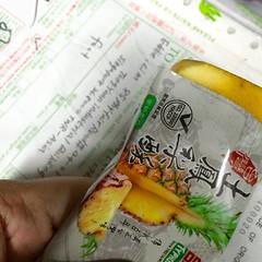 #台湾   Crystal #妹妹 送我一个包裹!! #foodpics #pineappletart