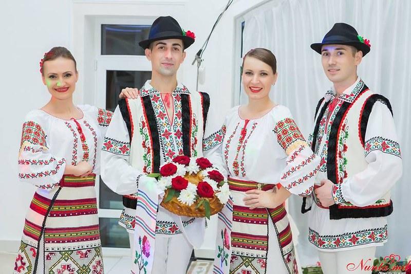 """Dansatori la nunti si petreceri  Ansamblul """"Mărțișor"""""""