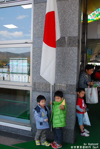 眼神那麼兇,是要拔日本旗嗎?