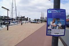 Imatge del cartell del Festival del Mar dins de les instal·lacions del Port de Badalona. Crèdit foto: Albert Bagué.