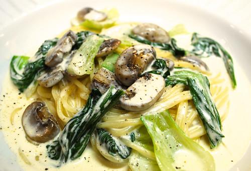 Cream pasta with mushroom
