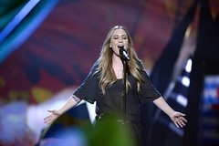 Anouk sings Birds