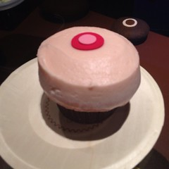 Last night\'s calm before the storm was a strawberry cupcake from @sprinkles. #latergram @tgraven @shmeggt