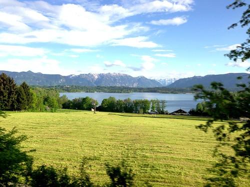 Der Staffelsee aus dem Zug betrachtet