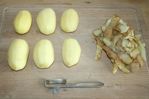 16 - Kartoffeln schälen / Peel potatoes
