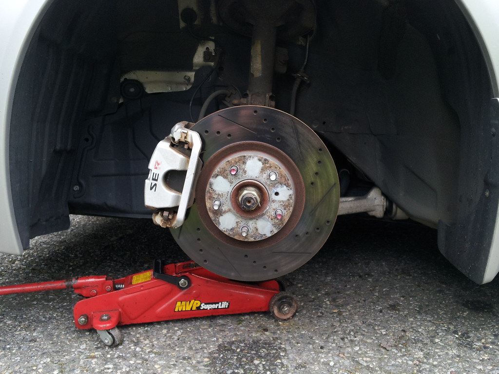 Nissan Altima: Using the brakes