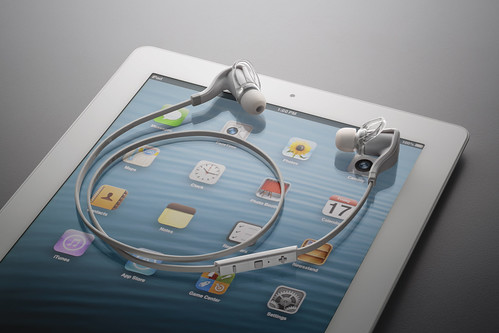 Plantronics_BackBeatGO2_White_iPad