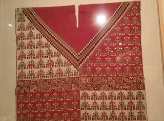 Una de las joyas de la colección del Perú, hay pocas en el mundo y una de las muy bien conservadas camisas Peruanas de la época colonial está en el museo de América. Nuestro viaje al Perú, comienza en Madrid - 10383592145 6df60e79e9 n - Nuestro viaje al Perú, comienza en Madrid