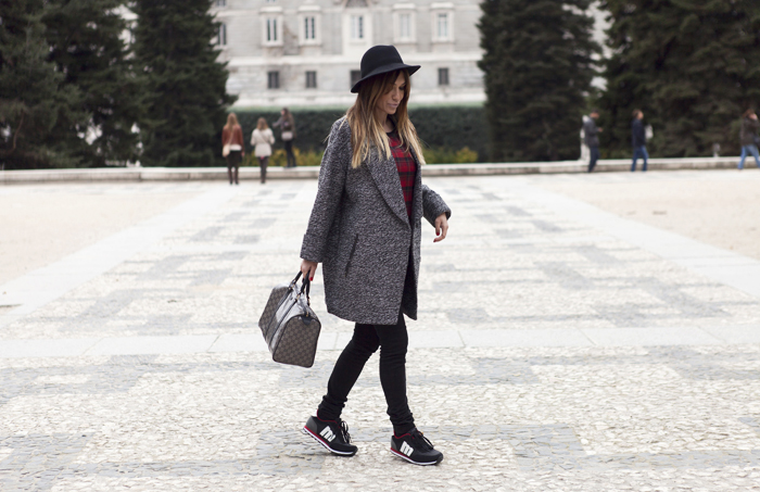 street style barbara crespo black and plaid outfit fashion blogger C&A gucci mustang