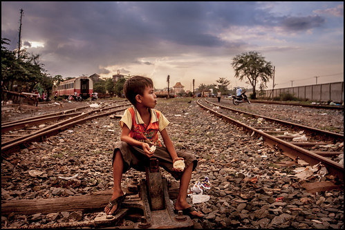 0001_zoriah_cambodia_train_track_slums_20131116_8171