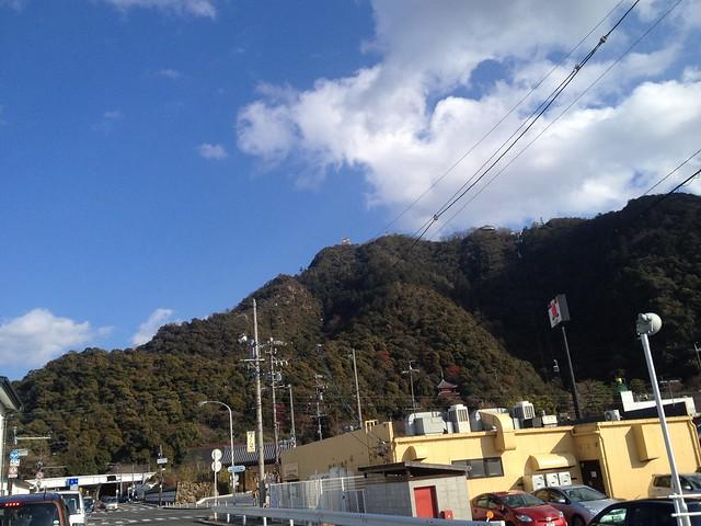 長良川沿いから望む金華山
