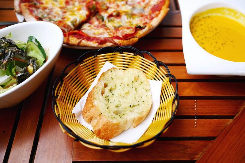 15873689693 b37149650b c - 阿米奇義式廚房 AMICI │西區:人氣轉角義式好料餐館~外國人也愛的大份量價格實惠義大利麵加披薩~推薦泰式奶油海鮮義大利麵跟辣味披薩!