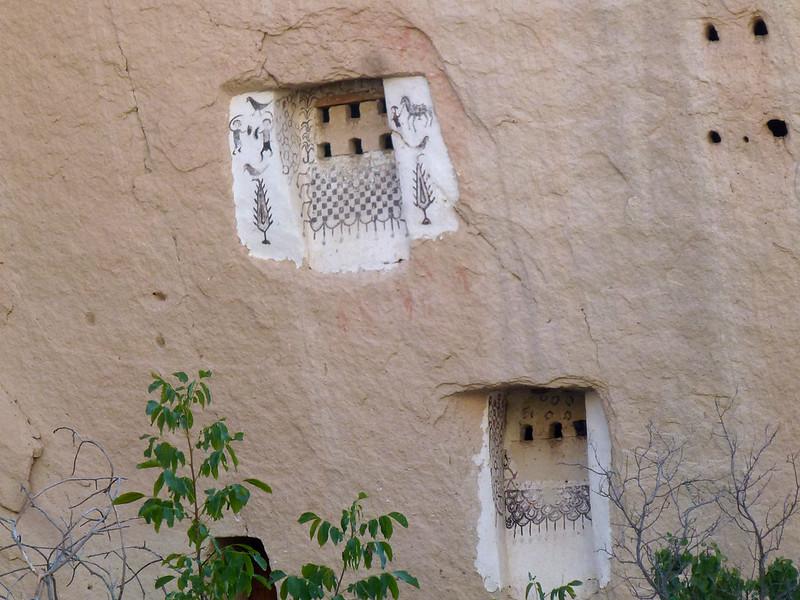 Turquie - jour 21 - Vallées de Cappadoce  - 167 - Çavuşin, Kızıl Çukur (vallée rouge) - Pigeonniers