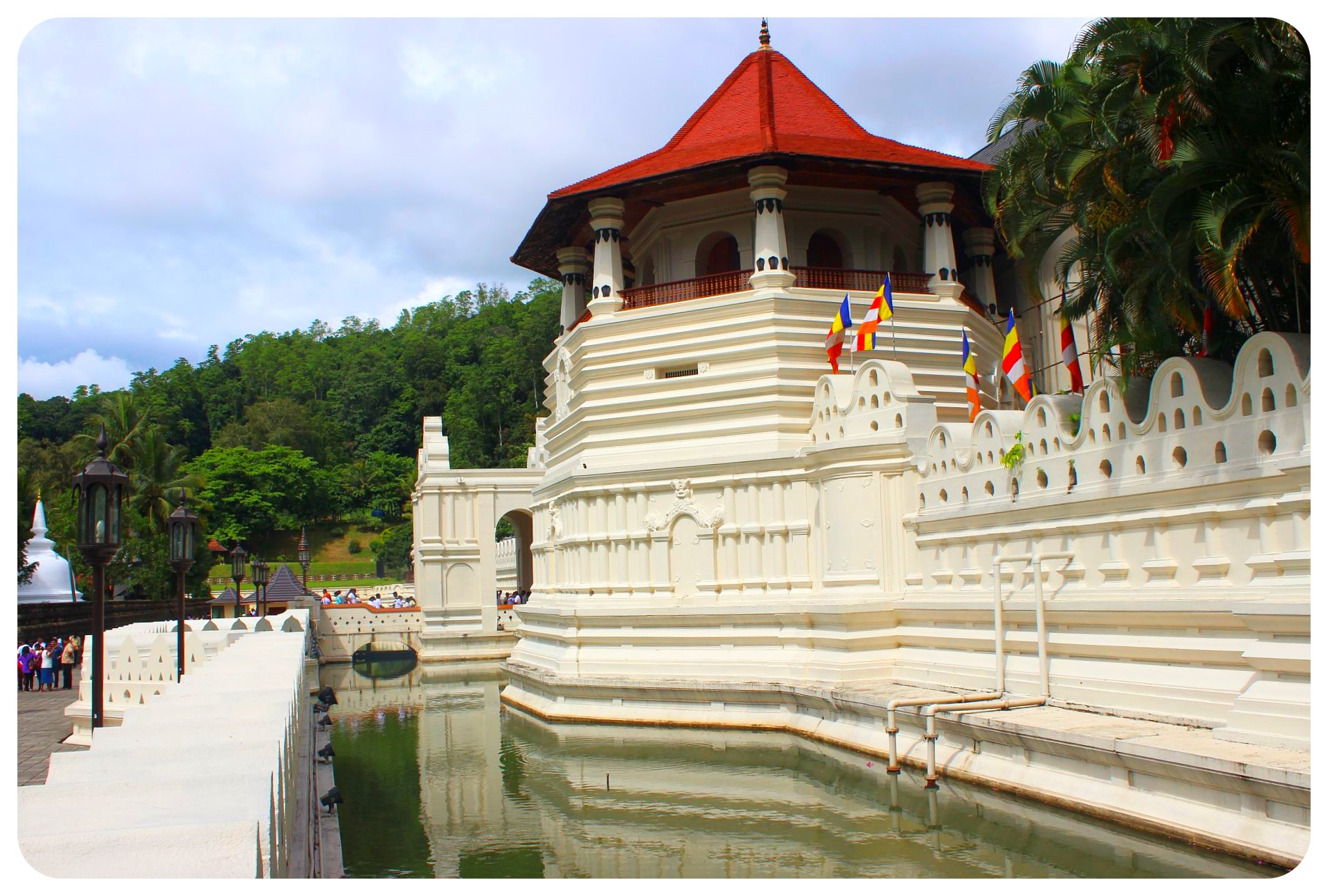 kandy temple of the tooth sri lanka