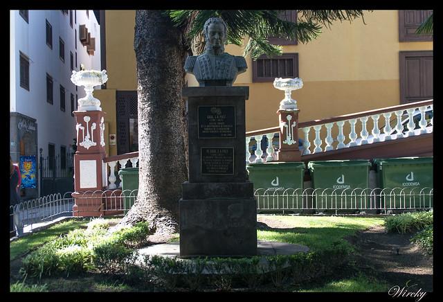Icod de los Vinos ciudad drago milenario - Busto General Paez