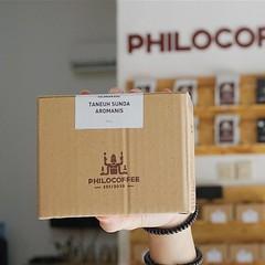 Barangkali ada yang belum tahu, salah satu kopi monumental proses kering, yaitu Taneuh Sunda Aromanis, sudah tersedia kembali. . #KopiSunda #KopiNatural #KopiIndonesia #Aromanis #SundaAromanis #TaneuhSundaAromanis #Philocoffee