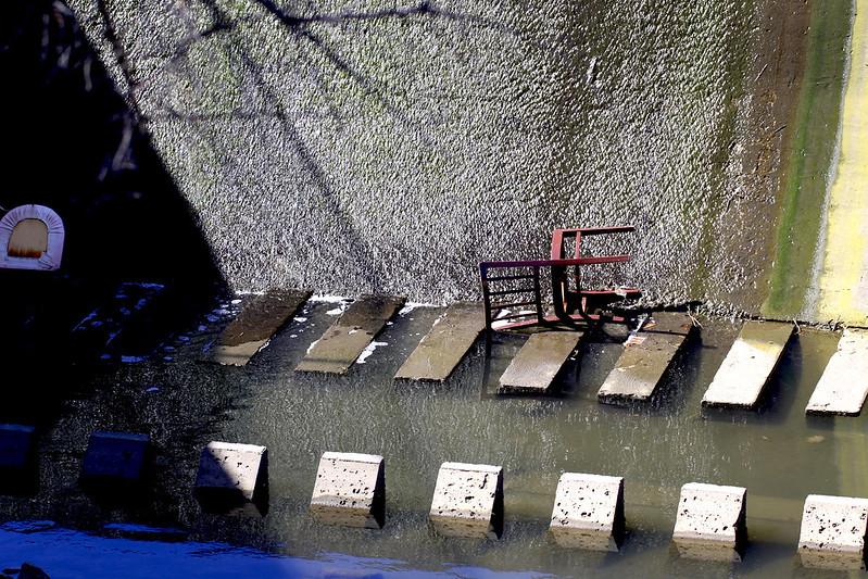dam chair