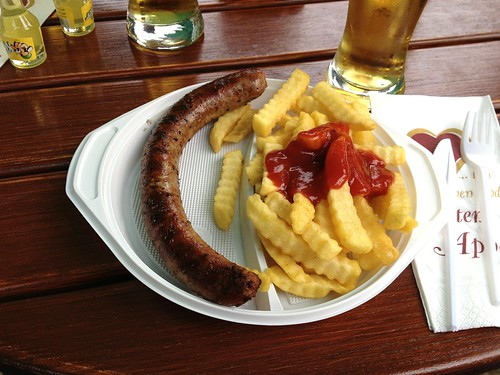 Bratwurst mit Pommes Frites / Fried sausage with french fries