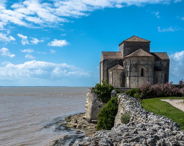 Église Sainte-Radegonde de Talmont, dans l'estuaire de la Gironde