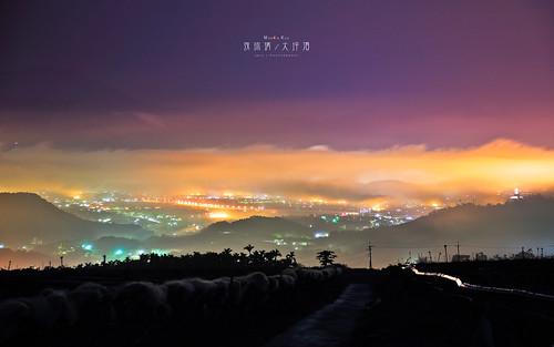 sea cloud night landscape ed nikon exposure view g taiwan 28 nikkor afs township puli 琉璃 雲海 2470 飛行場 swm 2013 1424 大坪頂 d700 琉璃光 埔里盆地