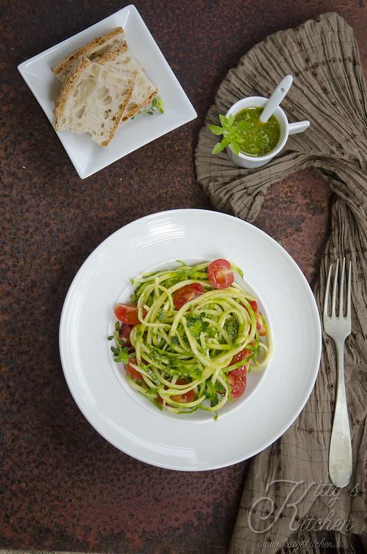zucchini noodle salad_6425