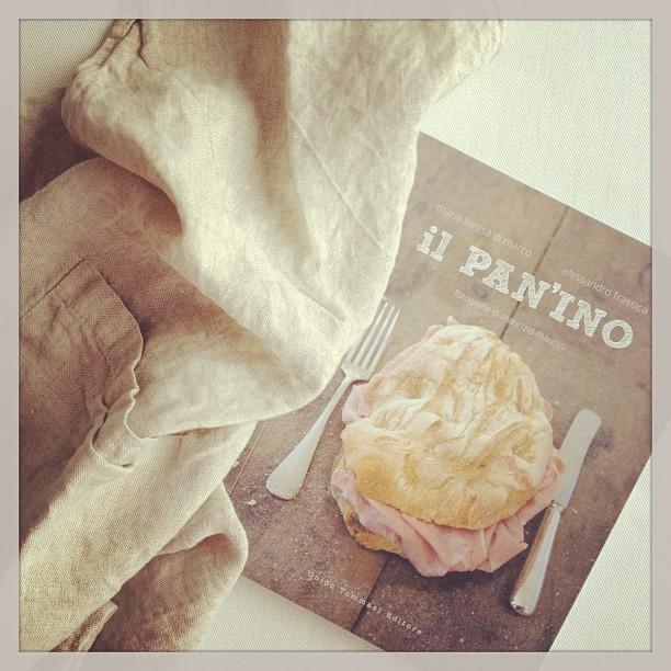 """Piccola felicità del giovedi mattina: il perfetto grembiule di lino e """"Il pan'ino"""""""